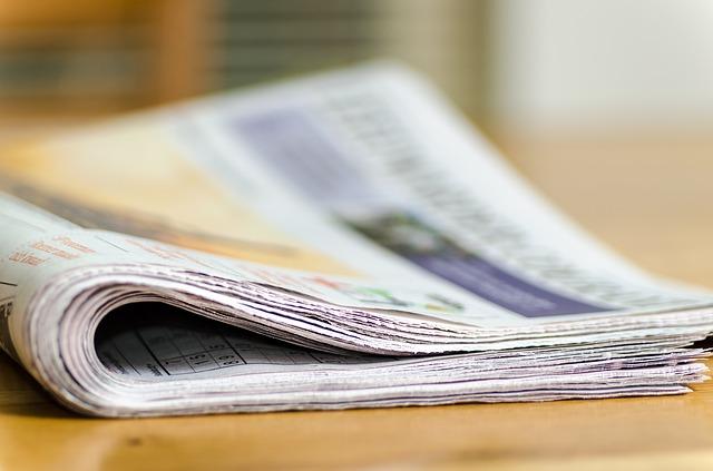 papieren krant lezen